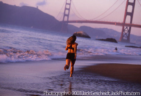 GG Bridge beach runner
